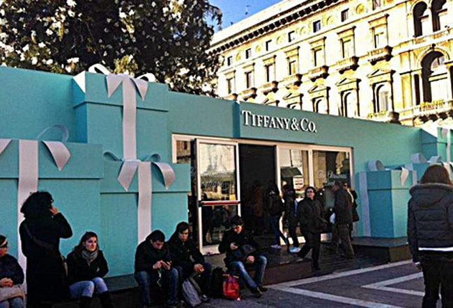 tiffany-christmas-tree-milan-boutique-entry