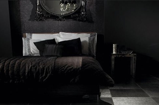 black-and-modern-gothic-bedroom-design-ideas