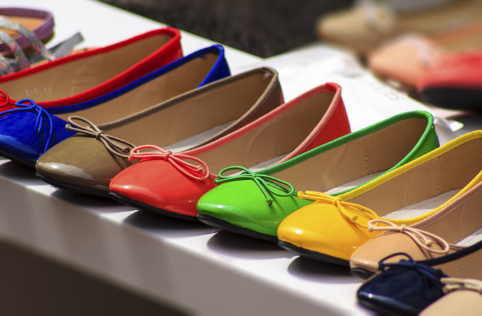 ballet-flat-shoes-of-different-colores-exposed-for-sale-1