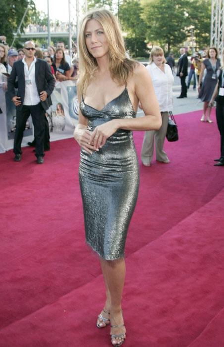 jennifer-aniston-silver-dress08