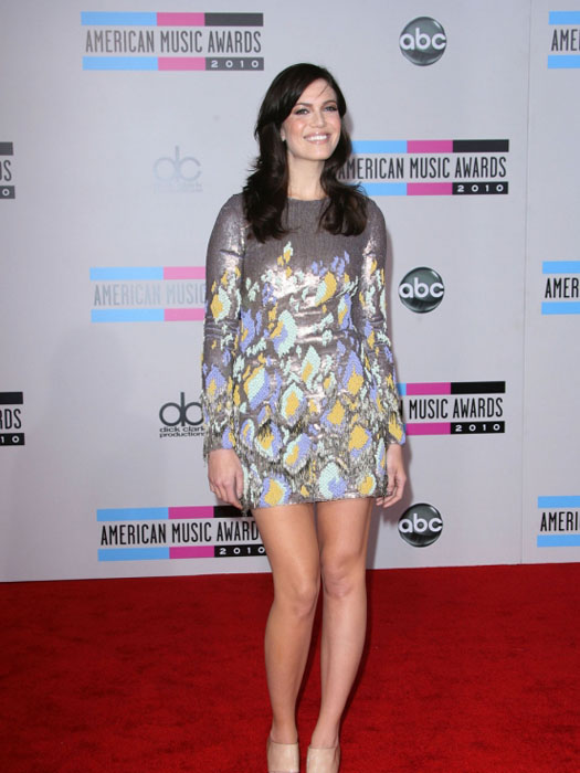 mandy_moore_shiny_floral_metal