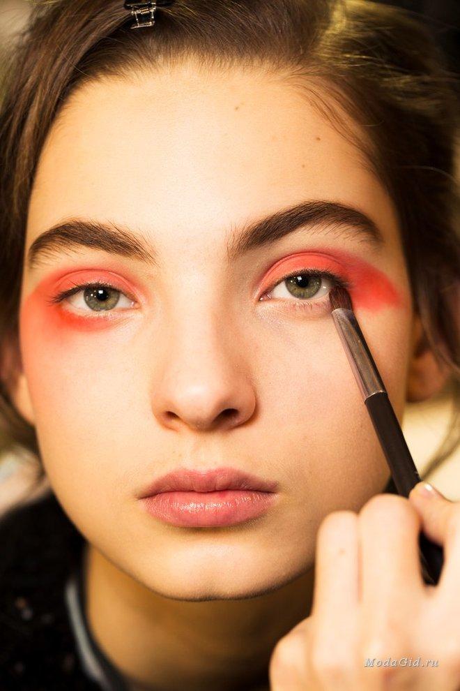 Лучшие бьюти-образы на неделе моды в Париже сезона весна-лето 2019 изоражения